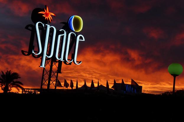 space-sonnenuntergang-web3